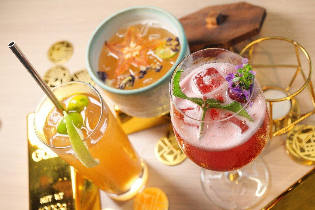 館內的叁四町,提供有多款飲品與輕食。(飲酒過量,有礙健康)記者陳睿中/攝影