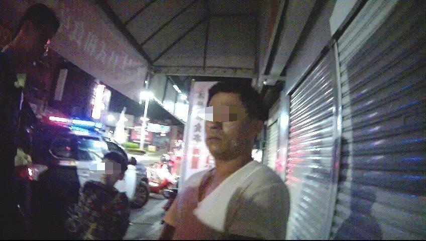 49歲李姓男子通緝犯身分因孩子哭鬧聲而曝光。記者姜宜菁/翻攝