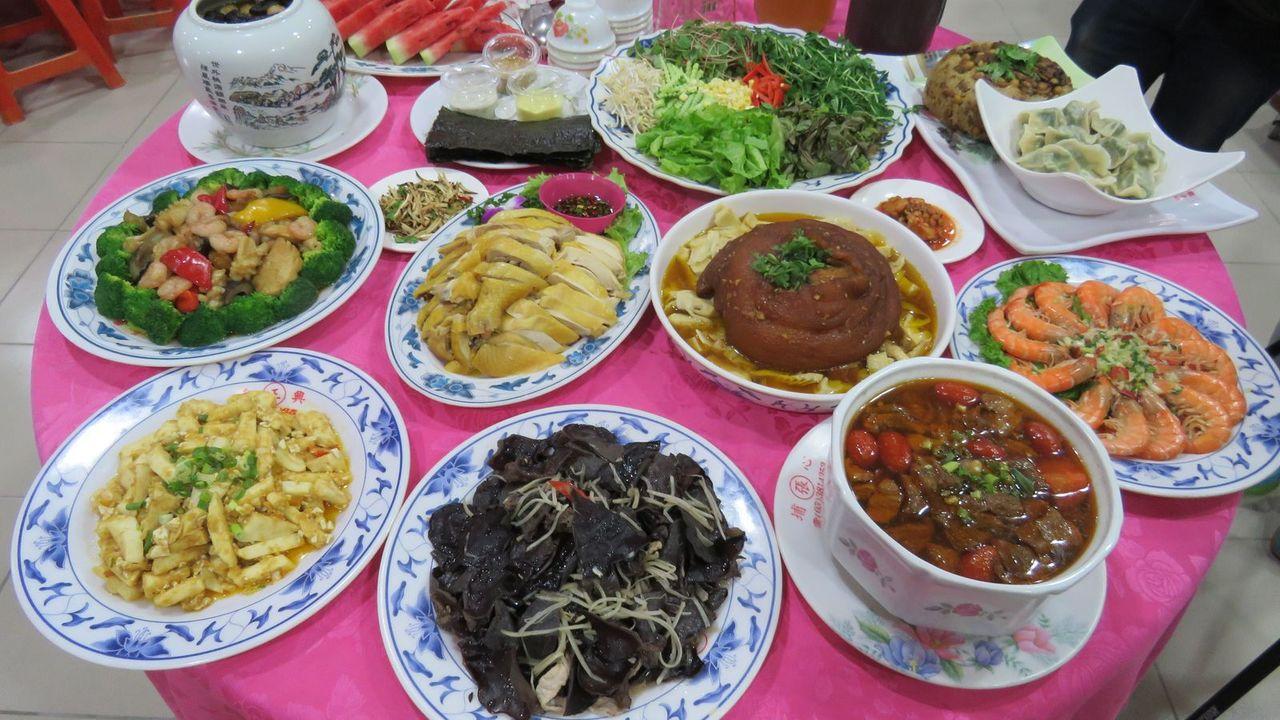 桃園大溪美食嘉年華宴,7月28、29日在大溪區熱鬧辦桌,10道以在地農特產食材料...