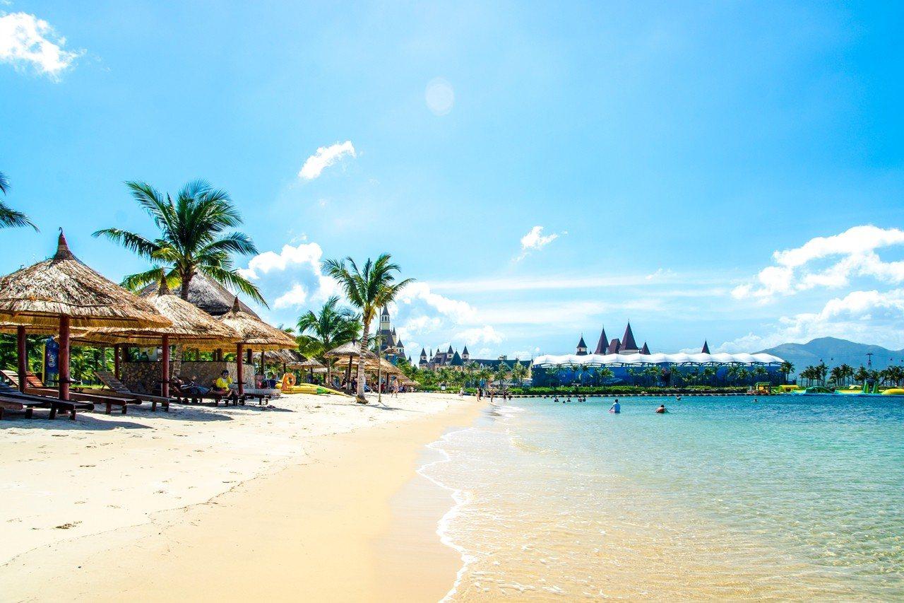長灘島擁有美麗的白沙灘,是夏日避暑的度假天堂。圖/易遊網提供