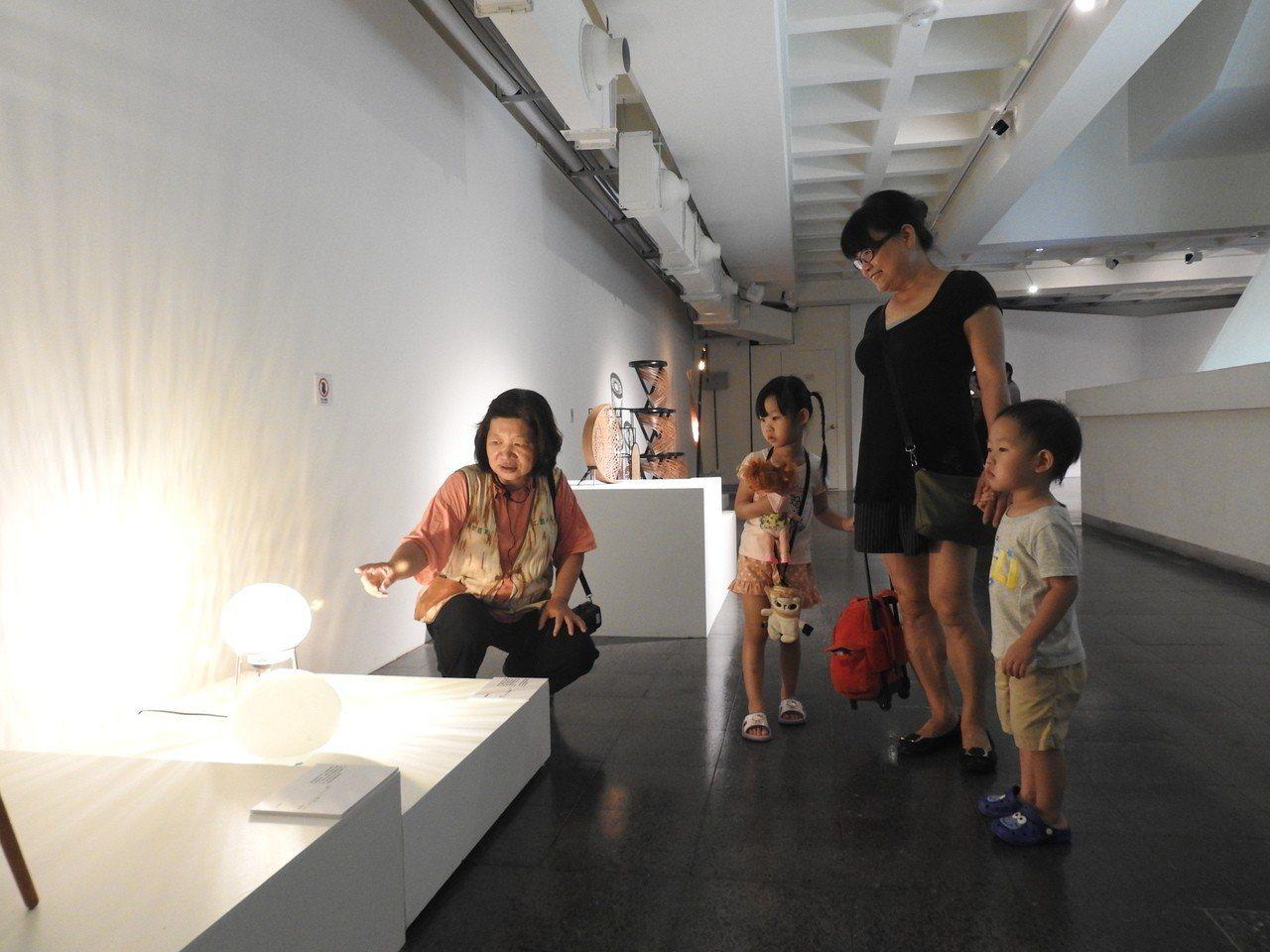 台灣工藝研究發展中心開辦「逐夢、實踐與堅持-工藝揚星新秀展」至11月18日。記者...