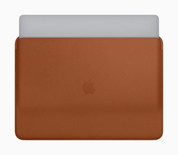 Apple皮革護套這次也提供13吋與15吋MacBook Pro適用的款式,備有...