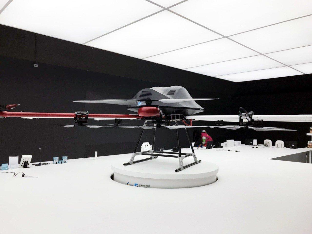 在「自造城市區」有展出多功能高載重無人飛行載具。記者郭宣彣/攝影