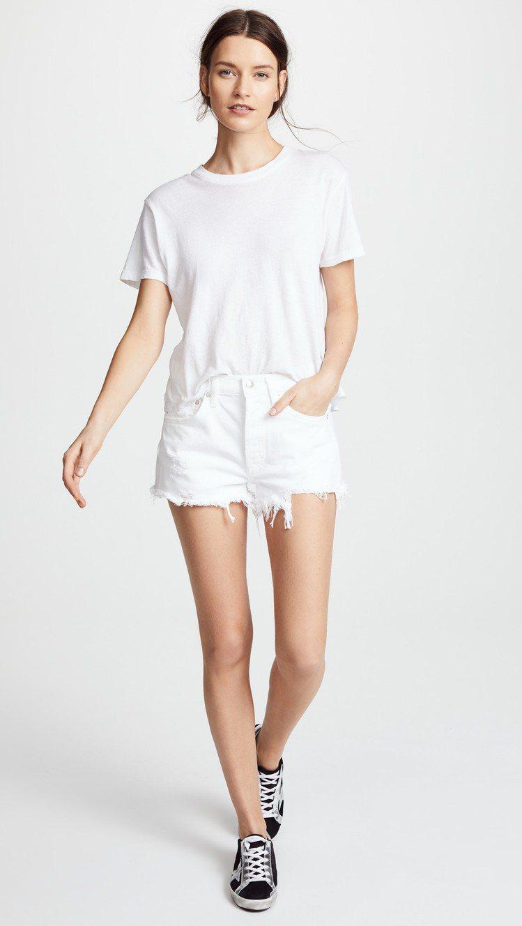 淺色系、馬卡龍色系牛仔短褲尤其適合夏季。圖/SHOPBOP提供