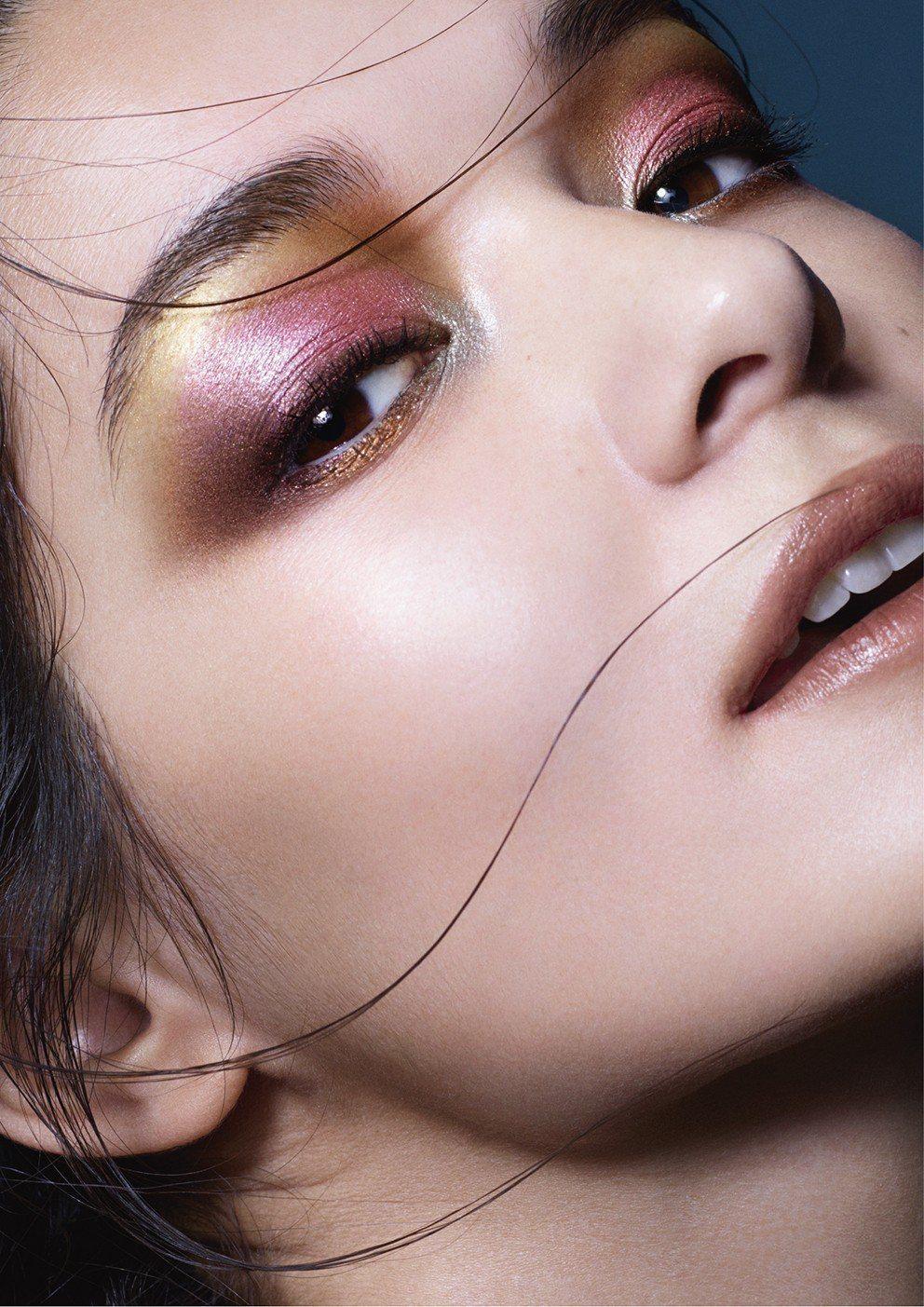 SUQQU 2018秋冬彩妝以「花鳥風月」為題,呈現迷人的紅色調。圖/SUQQU...