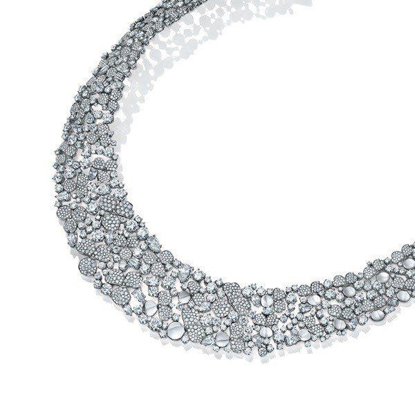 Tiffany Paper Flowers高級珠寶系列,鉑金鑲嵌總重逾68克拉梨...