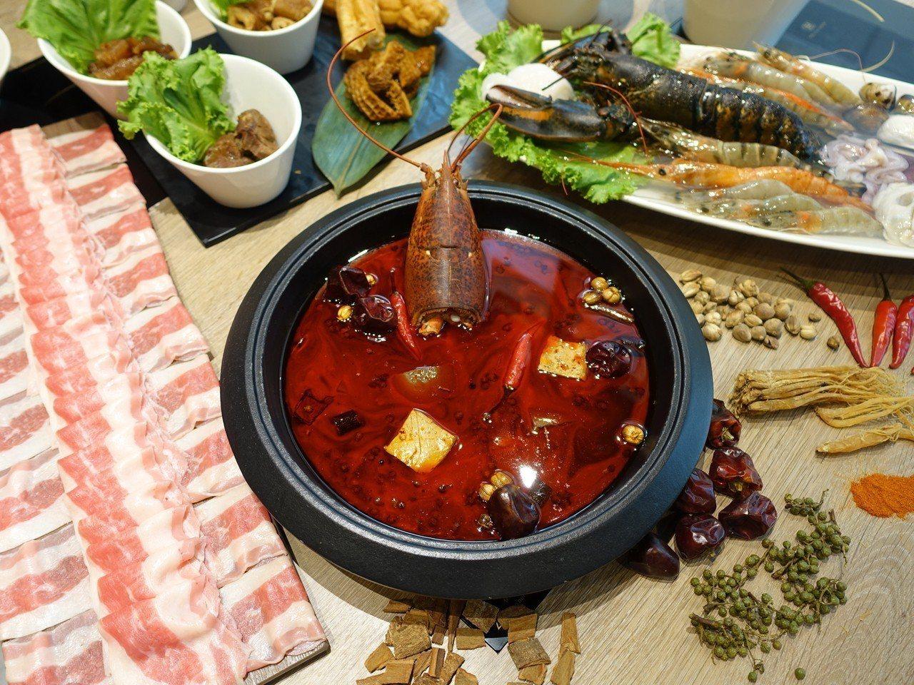龍石鍋物夏日推出全新「麻辣龍蝦湯頭」。記者張芳瑜/攝影