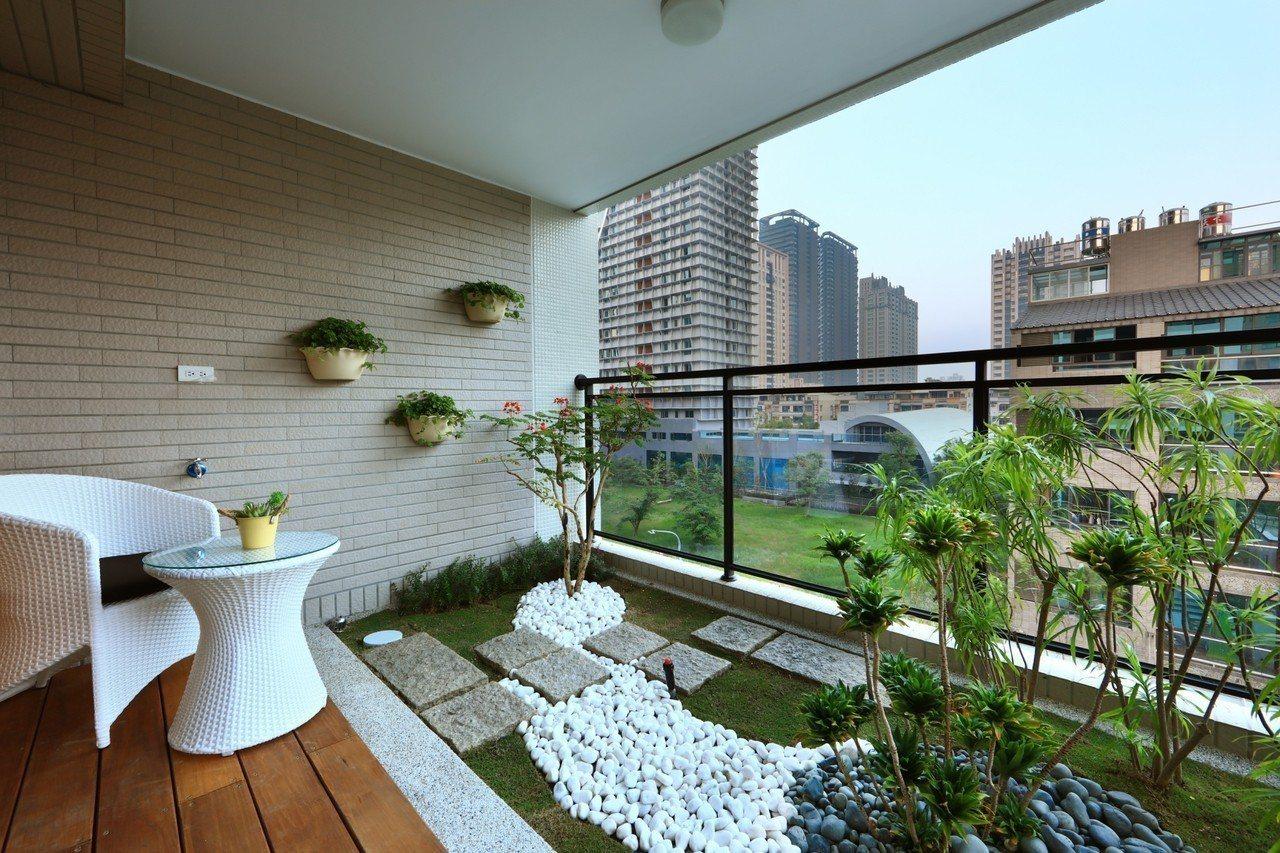 高雄厝是參考義大利米蘭及新加坡建物垂直森林概念,綜整多案針對熱帶高雄地區建物物理...