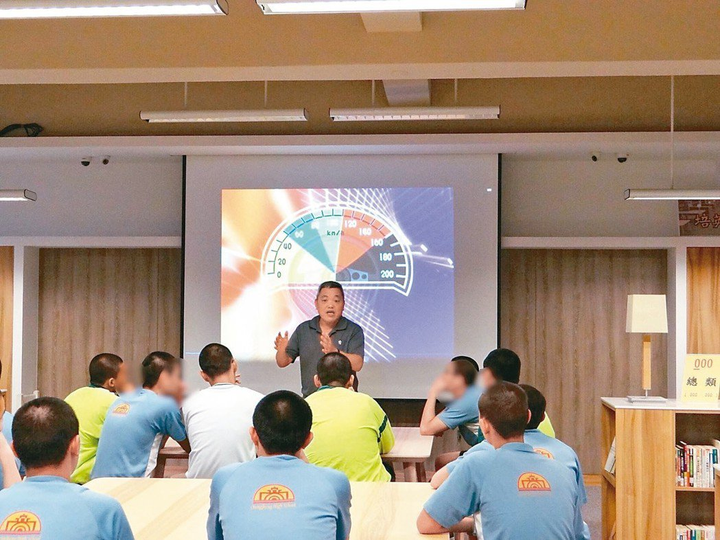 少年矯正學校誠正中學和新竹市監理站合作舉辦機車考照