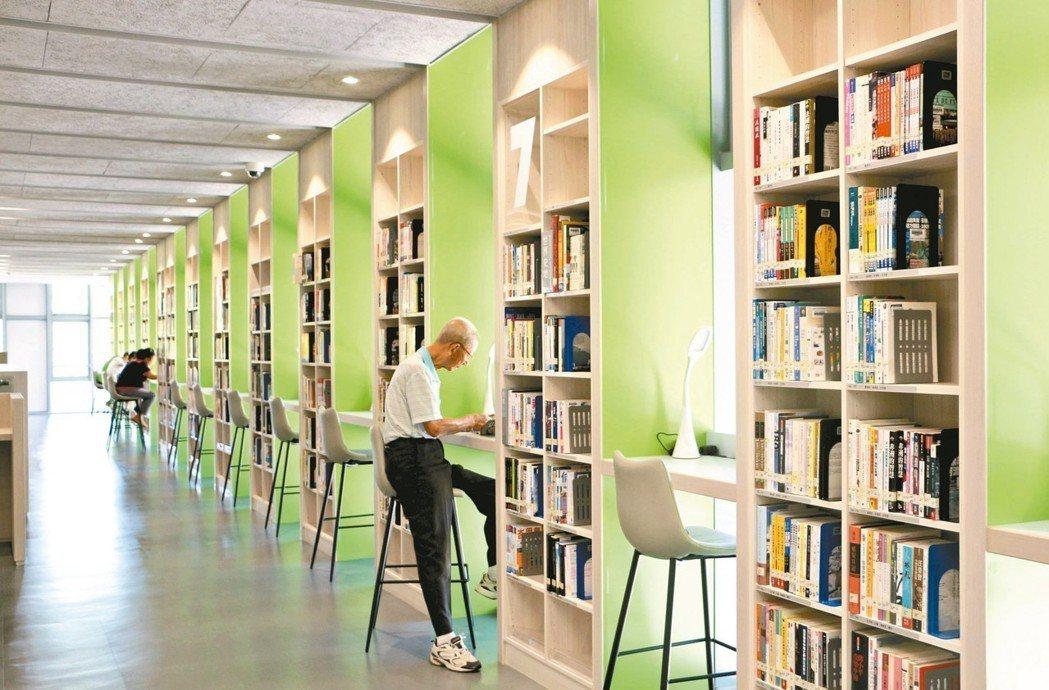蘆洲仁愛圖書館整個讀書環境充滿清新綠意。 圖/新北市立圖書館提供