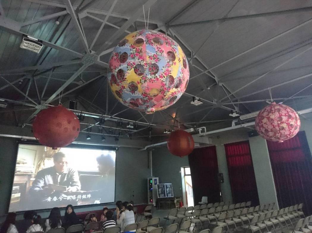「宜蘭人故事館」有視聽電影院與燈籠工藝展覽。 記者羅建旺/攝影