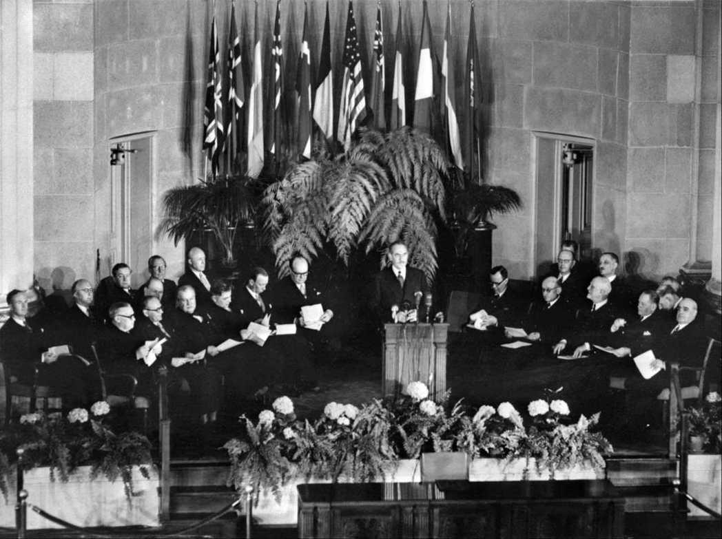 1949年,北大西洋公約簽字儀式在華府舉行。(法新社)