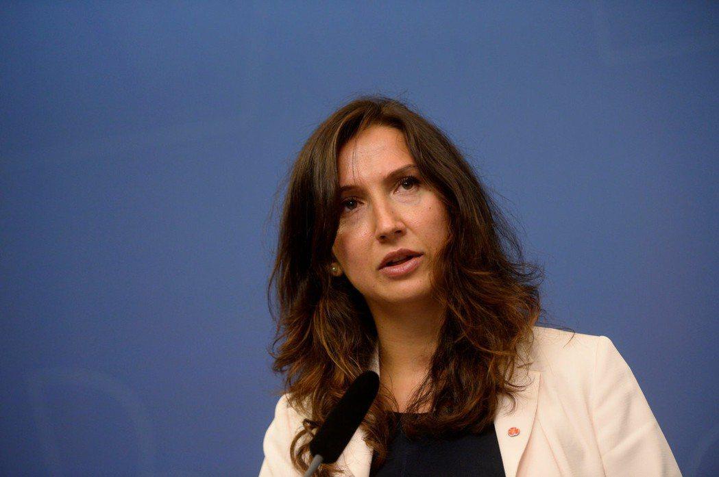 瑞典高等教育部長哈吉阿利奇(Aida Hadzialic)因酒駕被捕,隨即請辭,...