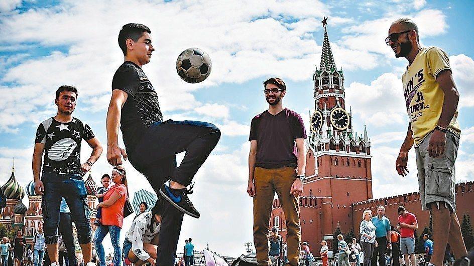 世足賽事熱,俄國觀光客大手筆消費,可望帶動經濟成長。 法新社