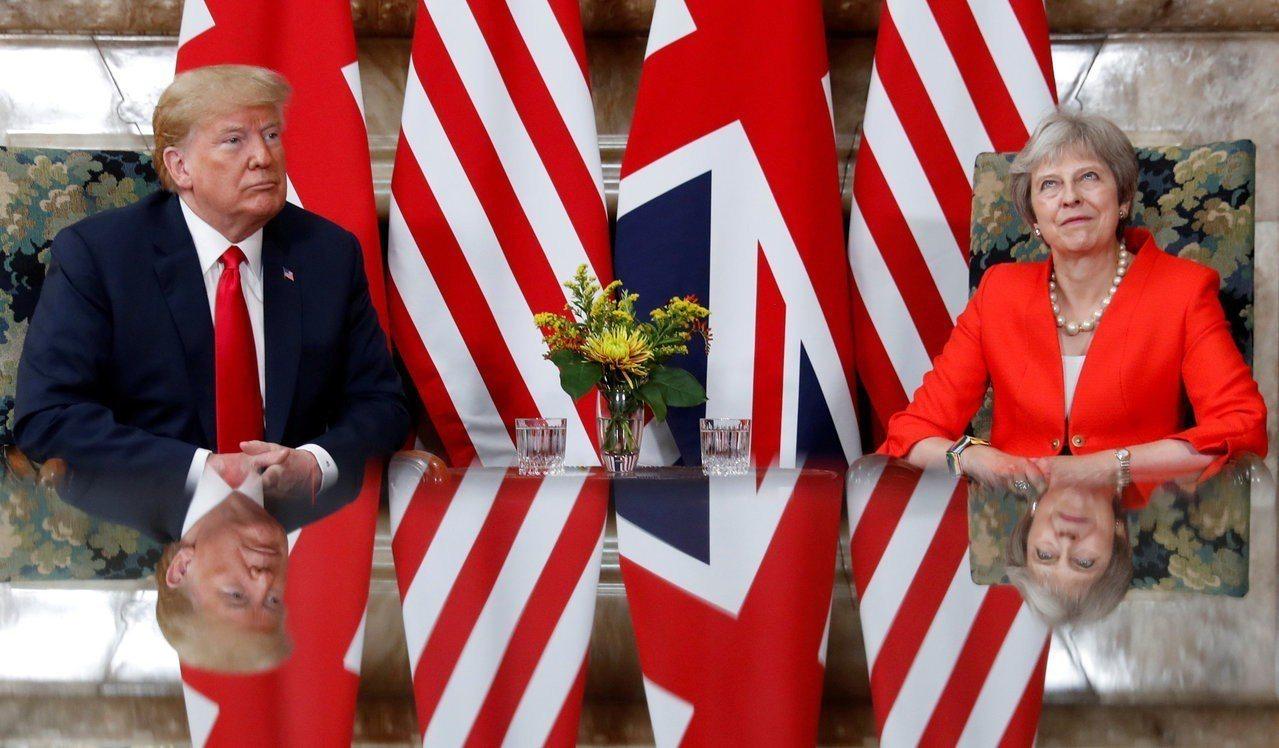 川普在記者會大讚英相梅伊,稱批評她是小報斷章取義,並承諾英美貿易協定。 路透