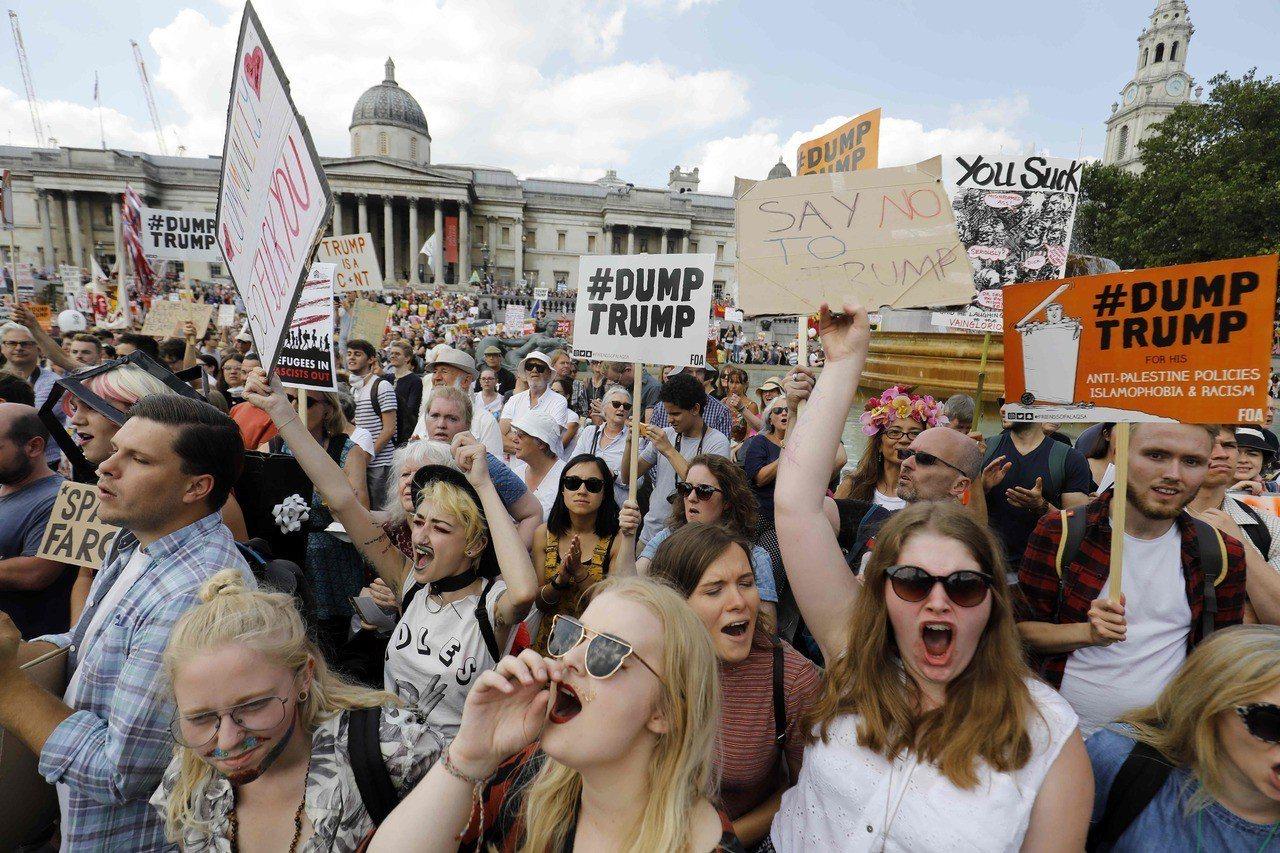 抗議人群擠爆倫敦街頭。 法新社