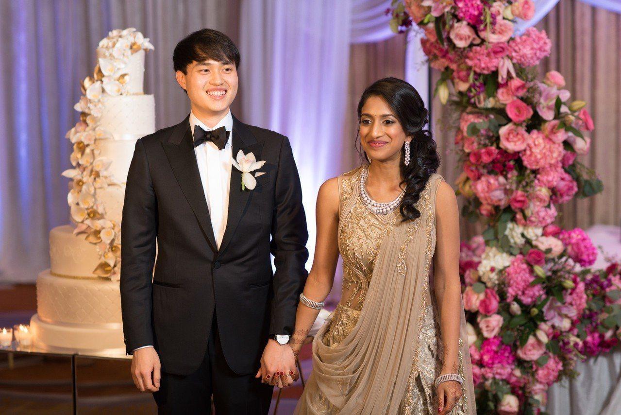 Elston與妻子Pratyusha的結婚禮品清單不同尋常。 世界日報記者/謝哲...