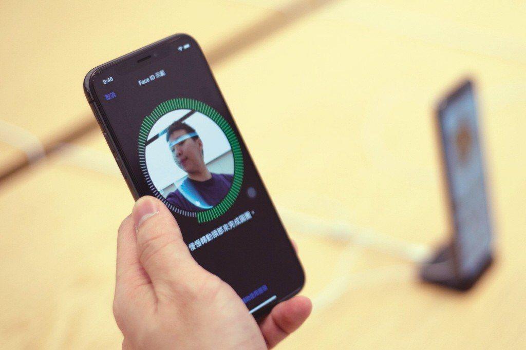 紐時報導,微軟總裁兼法務長史密斯13日發表長篇部落格文章,探討臉部辨識潛在應用和...
