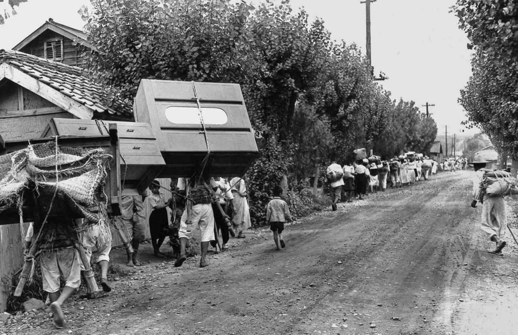 韓戰爆發,也曾經成為難民的韓國人。 圖/美聯社
