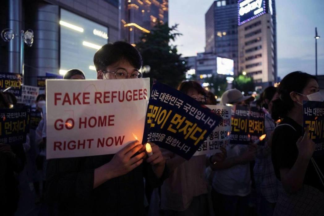「假難民滾!」南韓的反難民抗議 圖/法新社