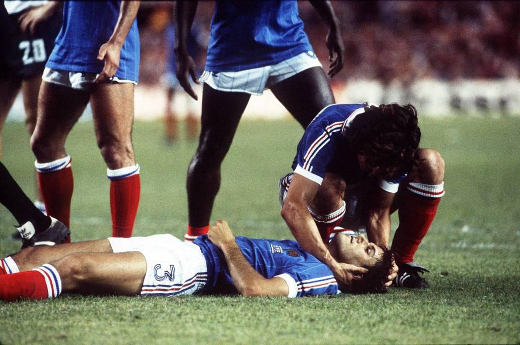 「當時我們以為『法國選手就是欠磨練』。」圖為1982年世界盃,在與西德隊的交手中...