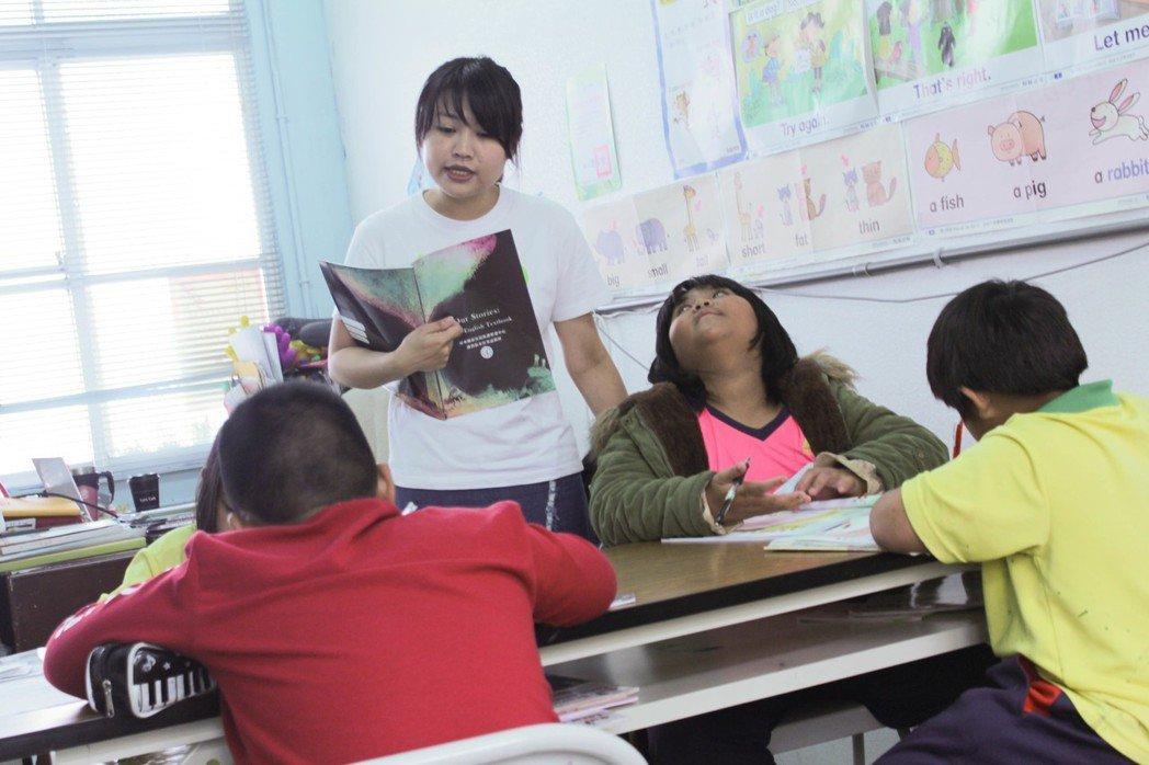 Teach For Taiwan青年教師林宜融投入偏鄉教育,成為孩子們第一位專業...
