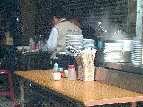顏姓網友2012年8月24日清晨4點46分,在台南一家羊肉湯店,巧遇賴清德也在店...