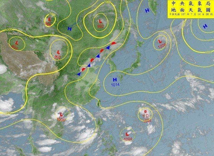 中央氣象局表示,目前南海到菲律賓東方南面都是大低壓帶,有許多熱帶擾動。圖/擷取自...