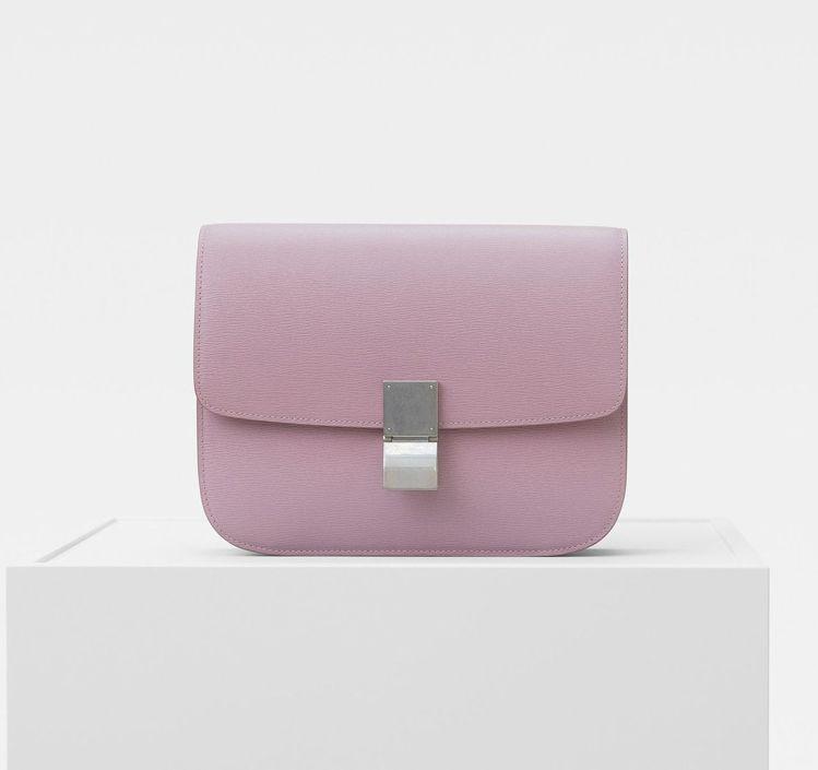 Classic淡玫瑰粉小牛皮肩背手拿包,售價13萬5,000元。圖/CÉLINE...