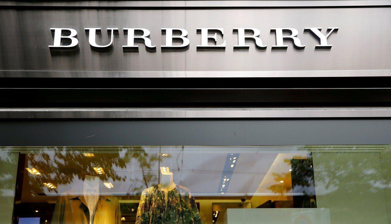 奢侈品在大陸的降價潮正持續擴大中,圖為Burberry門市。路透資料照