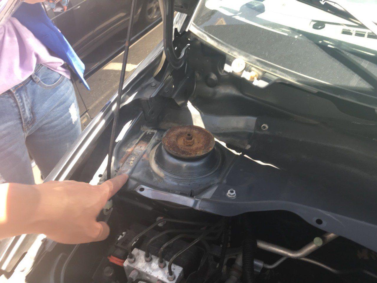 購買中古車時,應仔細查看引擎、車身號碼有無遭「切割、焊接」或「研磨、補土、打印」...
