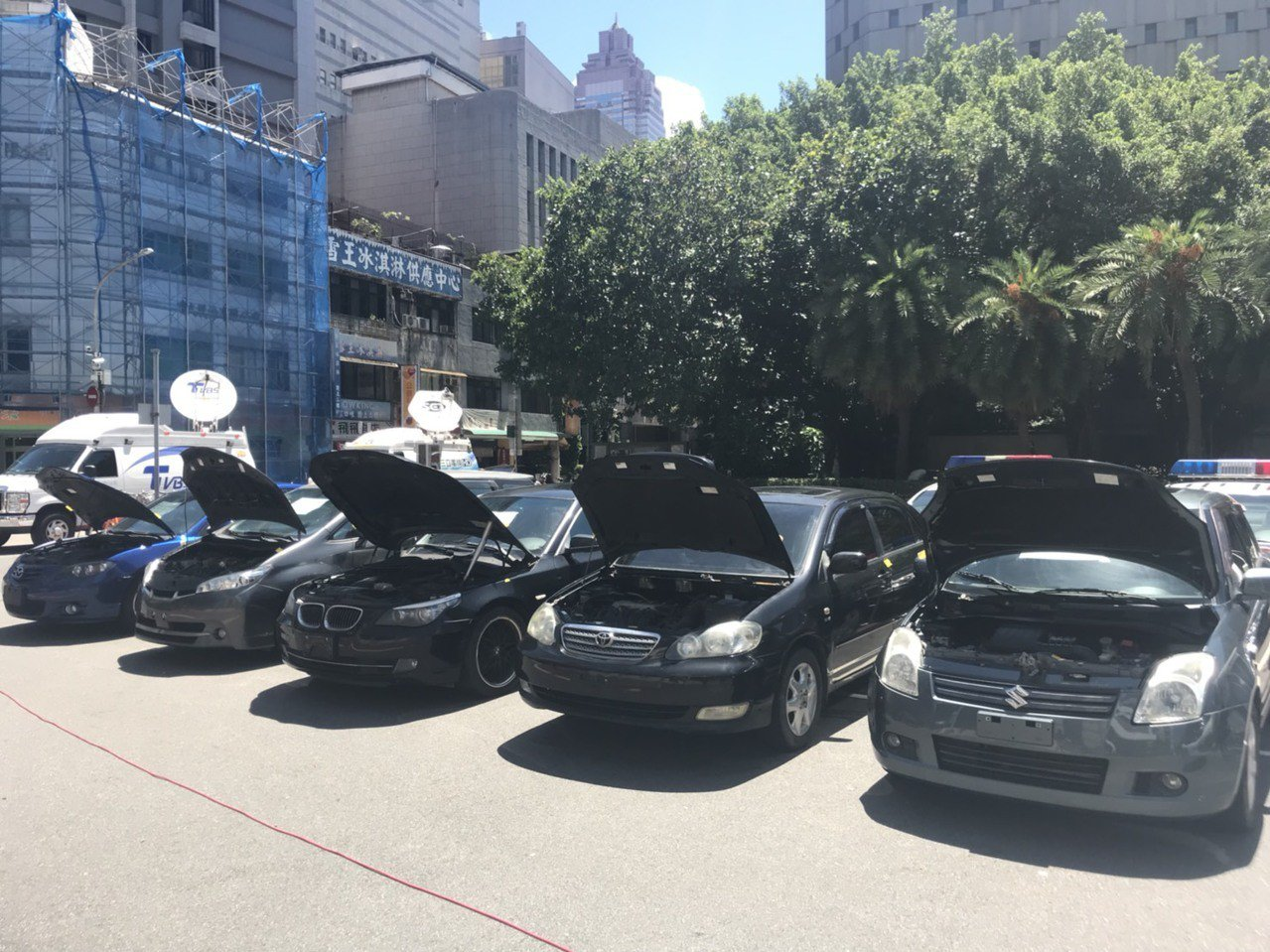 警方破獲竊車集團,查獲「借屍還魂」的中古車。記者蕭雅娟/攝影