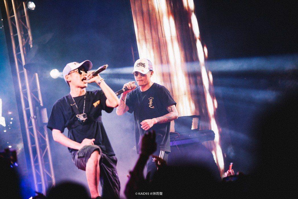 「草屯囝仔」將於8月12日在台北華山Legacy舉辦「為此時而唱」生涯首場演唱會...