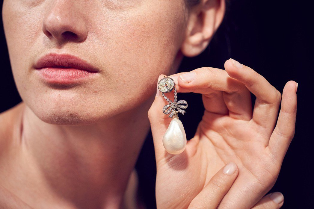 18世紀法國皇后瑪麗安東妮的珍珠鑽石鍊墜,估價約3,000萬元起。圖/蘇富比提供