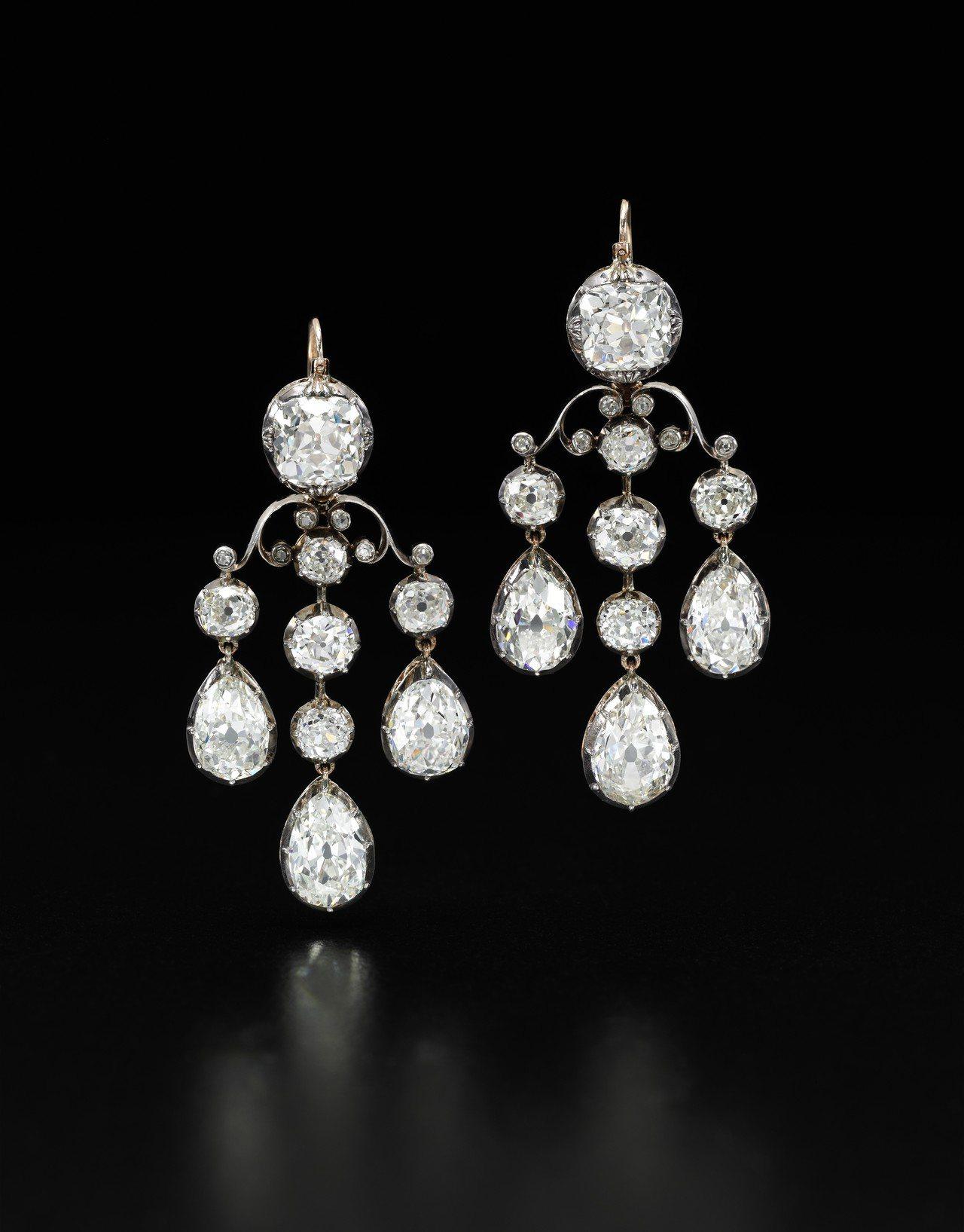 19世紀鑽石耳環,估價約457萬元起。圖/蘇富比提供