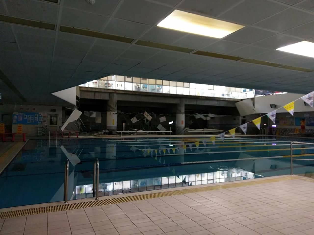 南港運動中心泳池邊鋼架掉落。圖 / 台北市體育局提供