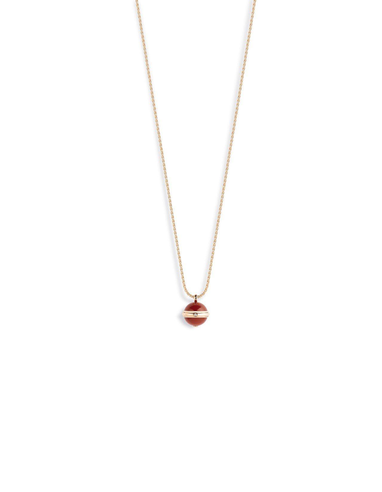 官鴻配戴的Possession系列18K 玫瑰金鑲鑽紅玉髓項鍊,14萬5,000...