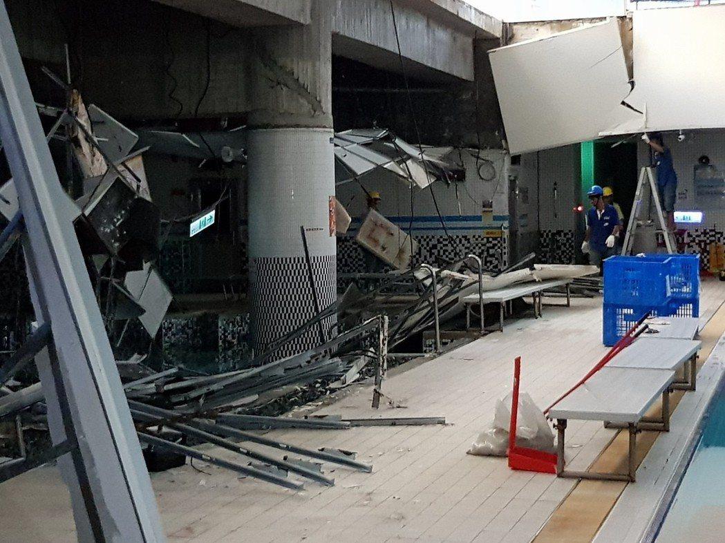 台北市南港運動中心游泳池今早10時18分發生SPA區天花板崩落意外,今天起進行維...