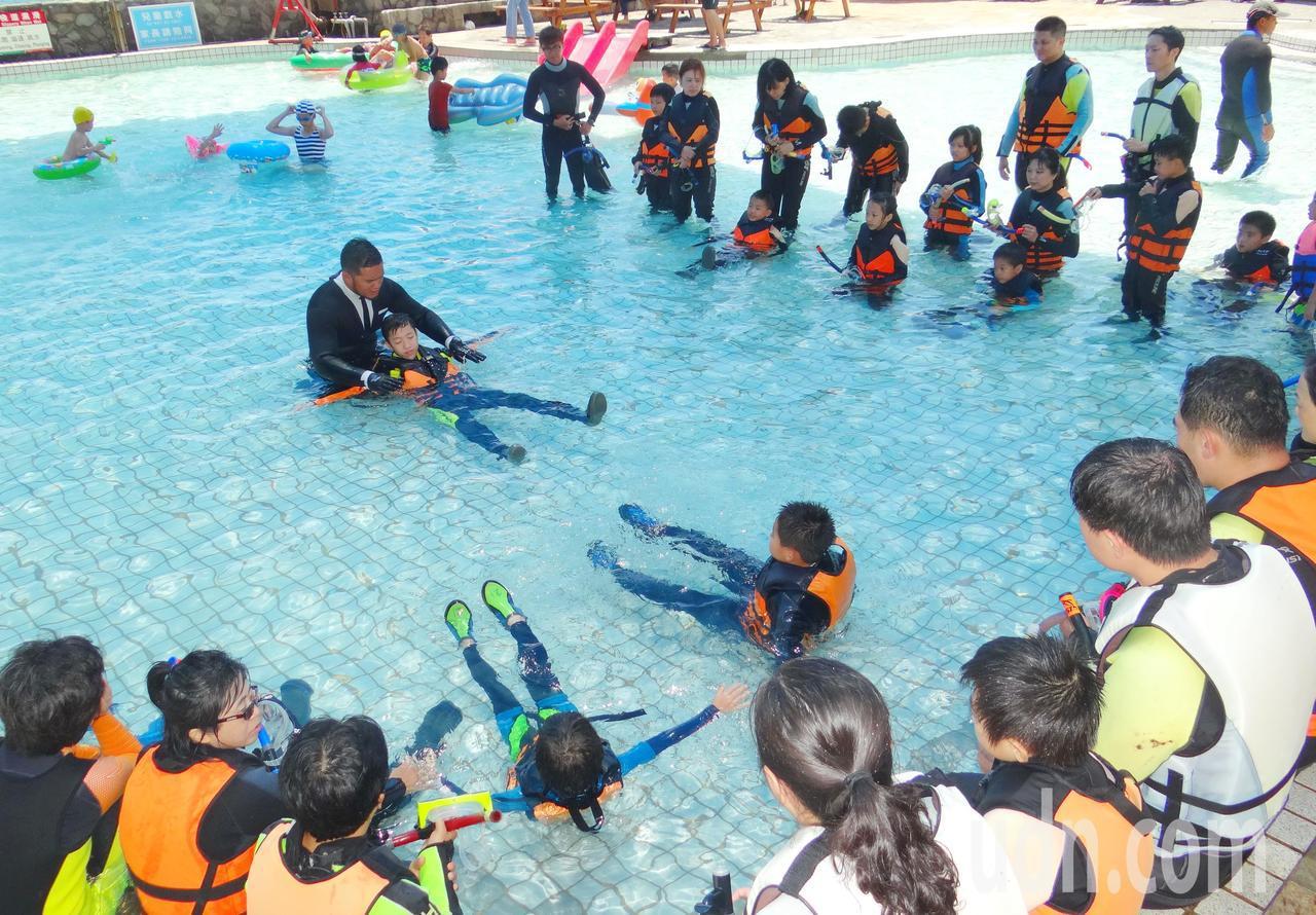 今天在龍洞灣海洋公園舉辦「東北角海灣旅遊年-海岸Fun心游」體驗活動,ADS國際...