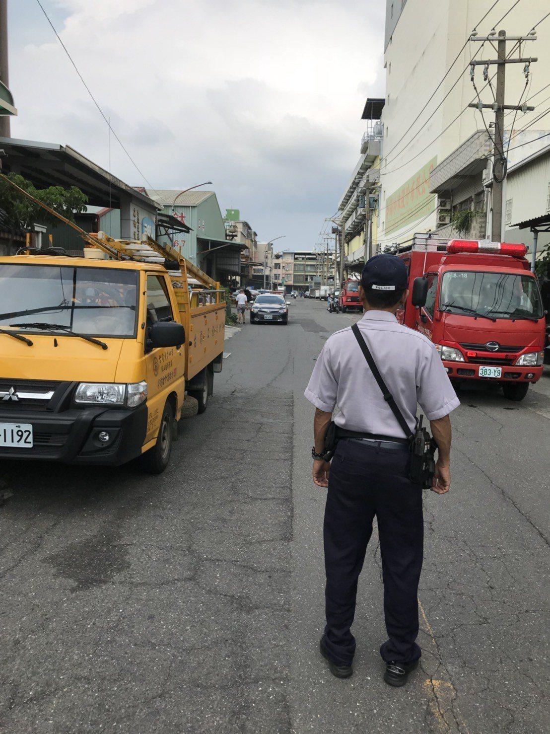 警方現場管制交通。記者劉星君/翻攝