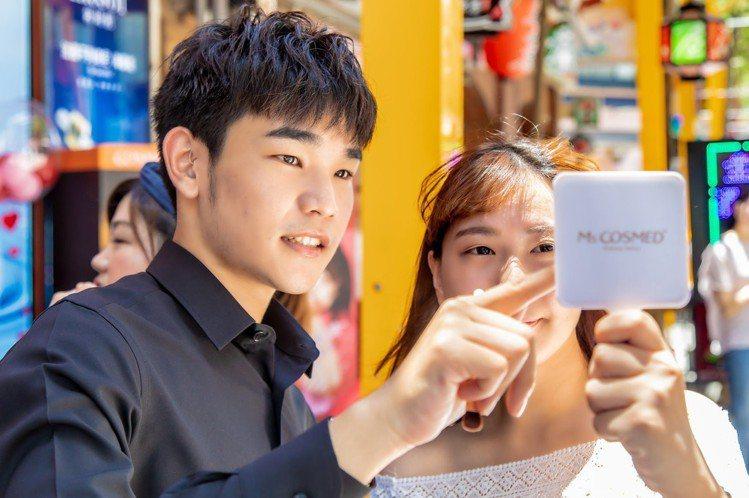 「來康是美 SHINE你的美」活動由「SHINE」5位成員提供彩妝示範及試妝服務...
