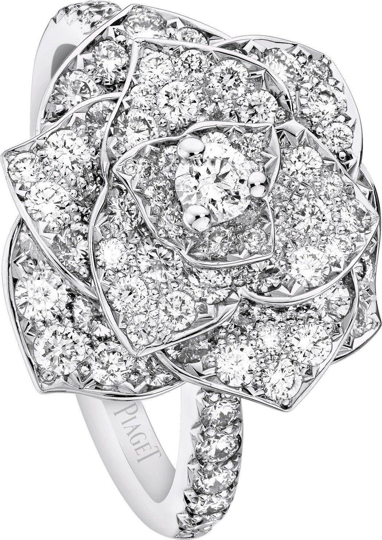 柯佳嬿配戴的Piaget Rose 系列指環,18K 白金鑲嵌98顆圓型美鑽(約...