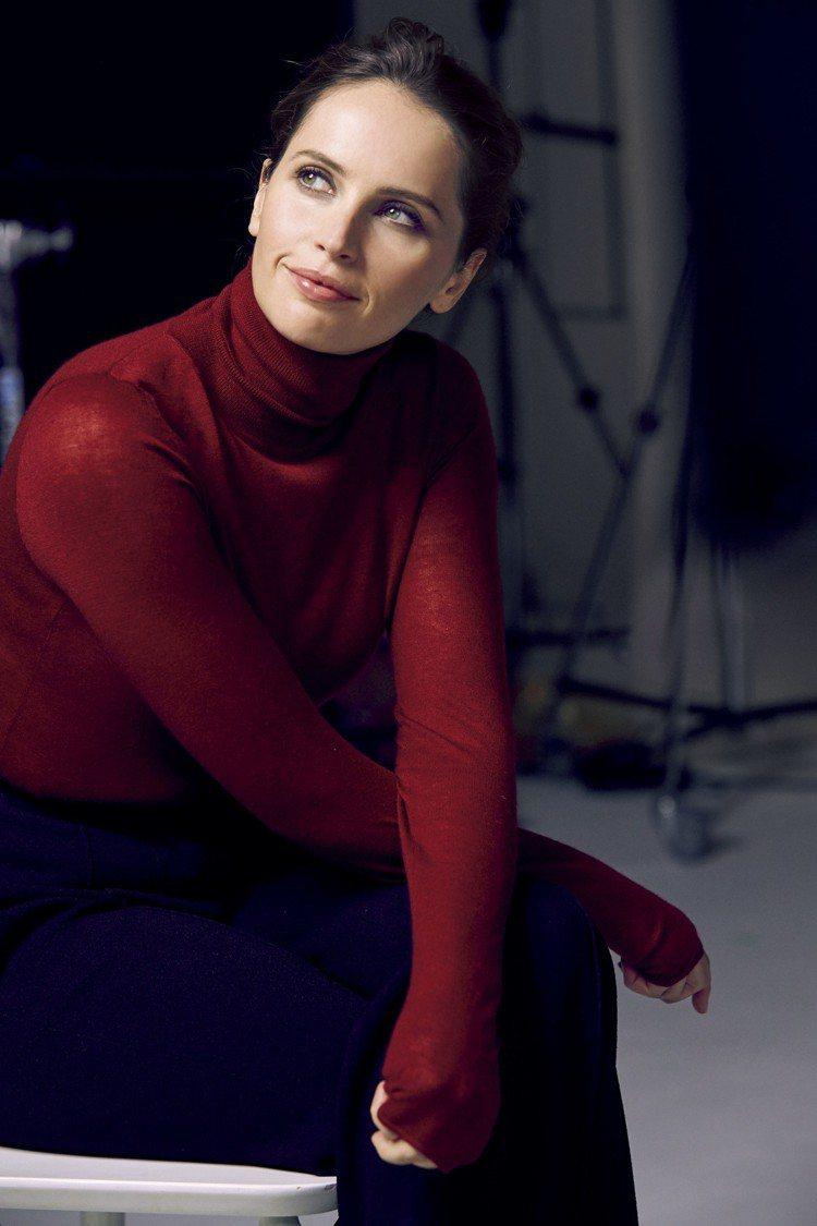 費莉絲蒂瓊斯(Felicity Jones)擁有讓人欣賞的知性氣質。圖/肌膚之鑰...