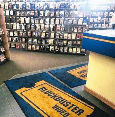 阿拉斯加州的這家百視達,店內擺設勾起許多遊客的回憶。 圖/取材自Instagra...