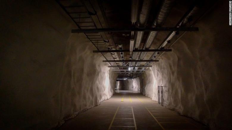 赫爾辛基的地下避難設施通道。 圖/翻攝CNN