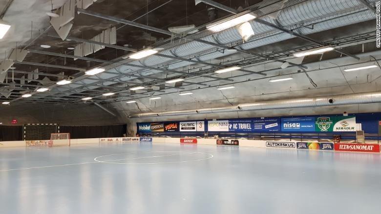 赫爾辛基的地下冰球場。 圖/翻攝CNN