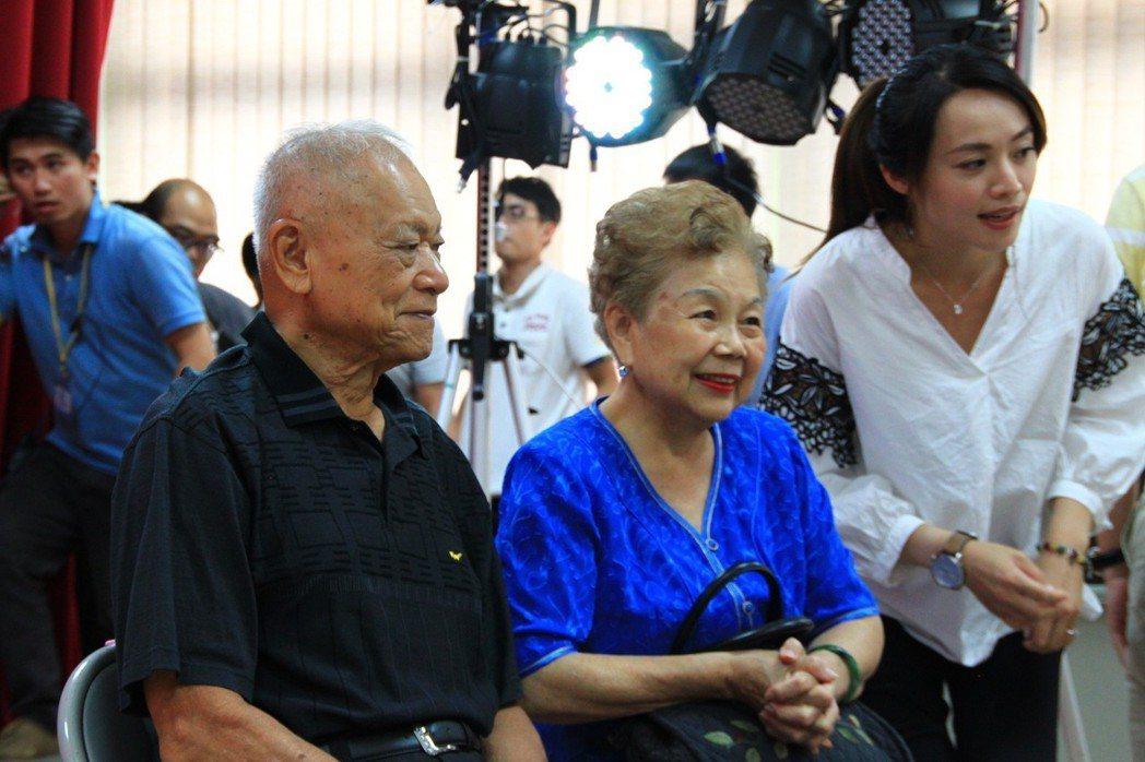 柯媽(中)高人氣,不管在新竹或台北都是超級助選員。 記者郭政芬/攝影