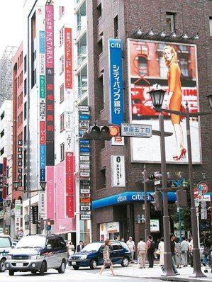 日本房市都市更新題材不斷,東京中央區銀座「鳩居堂」前的銀座中央大道公告地價再創新...