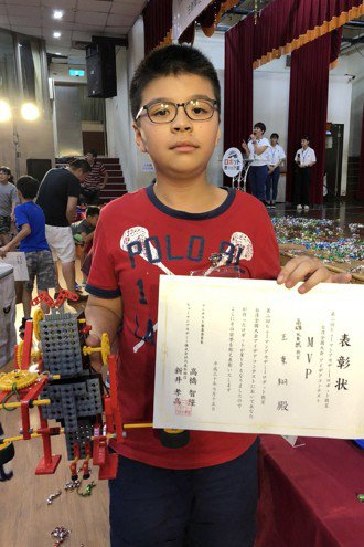 日本修曼機器人教室15日在南台科技大學舉行台灣修曼機器人教室創意交流大會,來自高...