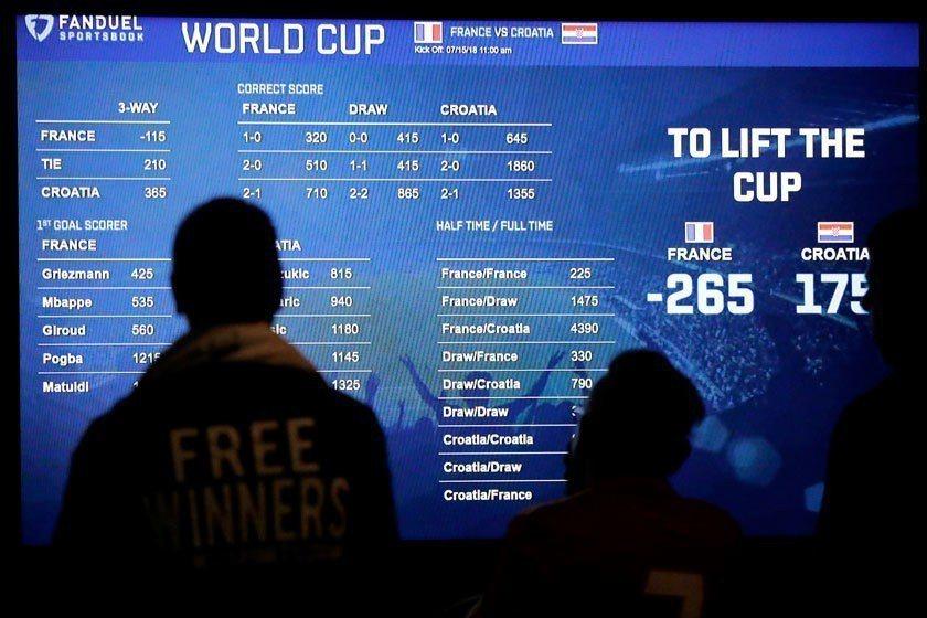 本屆世足賽的攻防趨勢與過去大不相同,造成讓分盤、總分盤全都爆冷連連,全球賭客哀鴻...